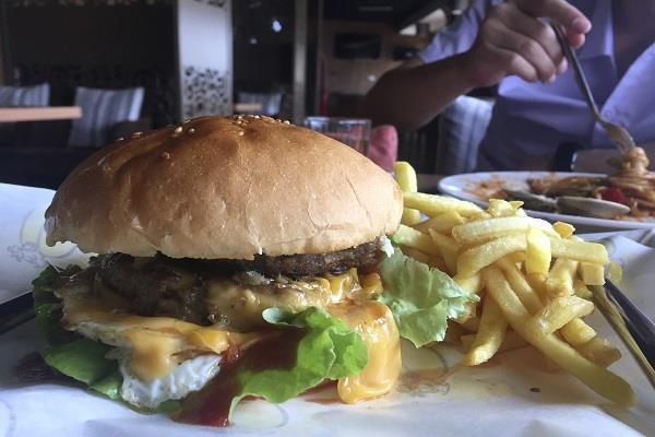 singapore hotel distributed 250 trump kim burger