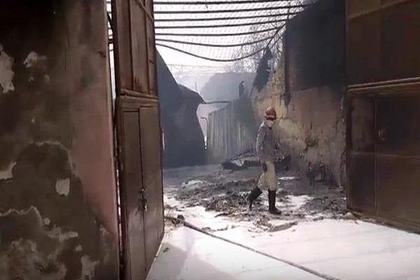 a fierce fire in a cardboard factory in gurugram