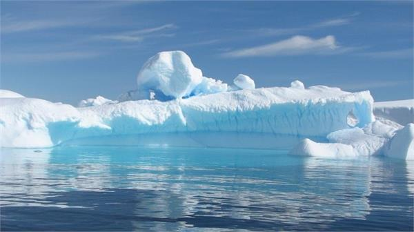 world s largest iceberg set to disappear after 18 year long journey to equator