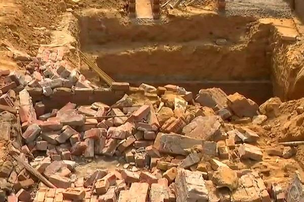 wall of basement collapsed in greater kailash