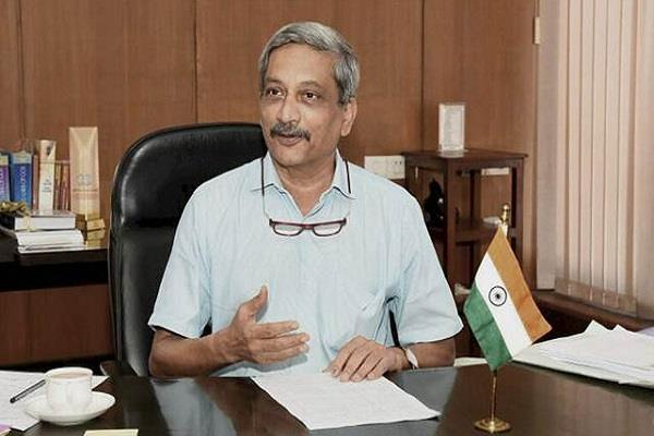 parrikar says congress should feel the mistrust of military forces