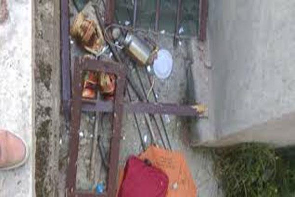 shops house of army informer damaged in shopian