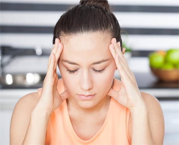 शरीर में हार्मोन्स इंबैलेस होने पर दिखते हैं ये लक्षण, इन चीजों को खाकर करें कंट्रोल