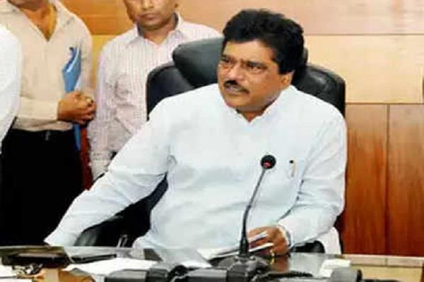 shiv sena s minister submits resignation to party chief