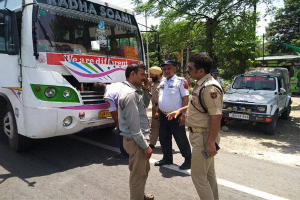 traffic police challaned over speedy vehicle