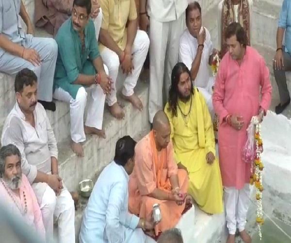 yogi reached varanasi for panchkoshi parikrma