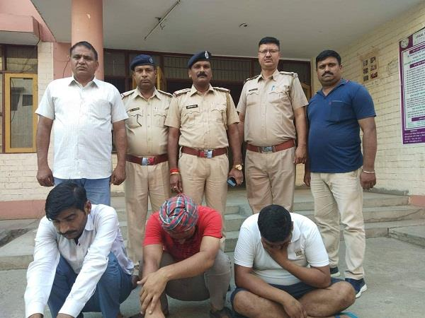 two members of the interstate snatching gang arrested from karnal