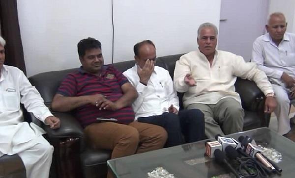 karan dalal tells cm khattar is impotent