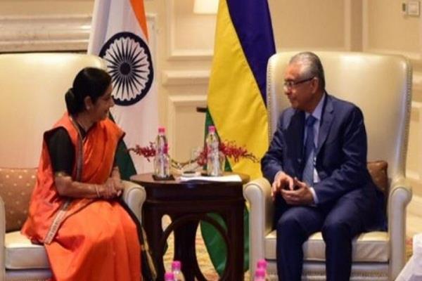 sushma swaraj meets mauritius prime minister