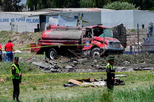 17 dead in fireworks warehouses in mexico