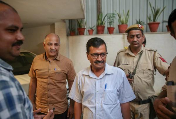 kejriwal rides for congress in delhi