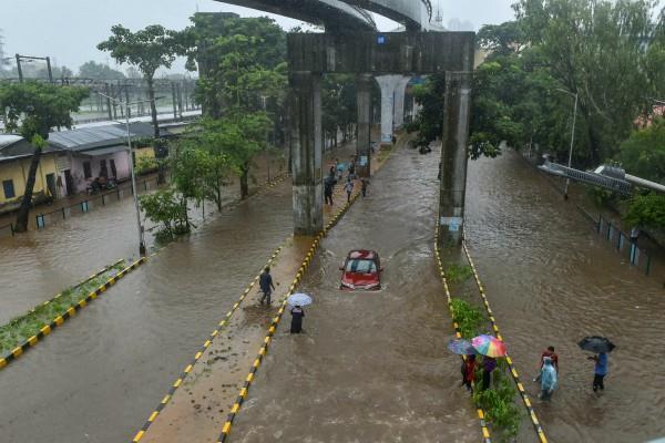 rains in mumbai rail track submerged due to waterfalls