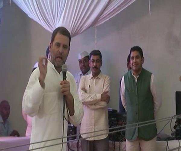 second day of amethi tour rahul gandhi meets faradiyadas and party workers