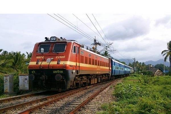 schoolgirl jumped ahead of train ends life