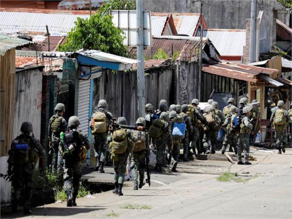 philippines 10 people die in van explosion