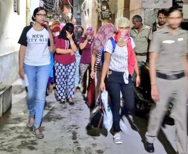 swati maliwal gets 16 girls free