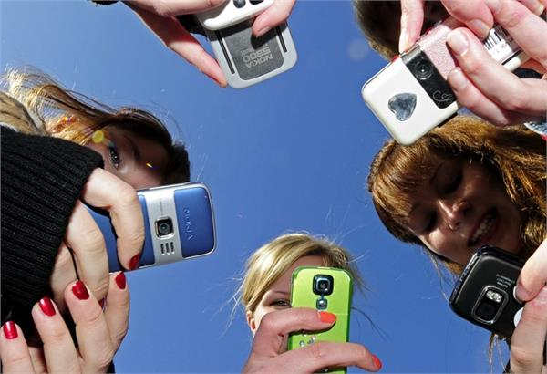 france government plans to ban mobile phones in schools from september