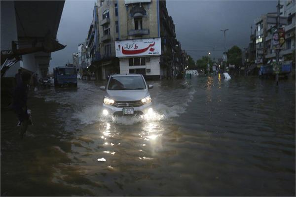 8 dead 50 injured in lahore as heavy rains