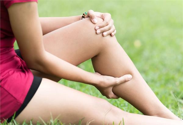 कमजोरी की वजह से टांगों में पड़ती है ऐंठन तो क्या करें?
