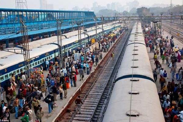 railway station traveler snatching