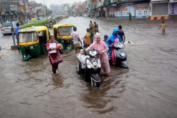 heavy rains in gujarat