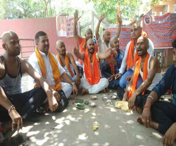 unique demonstrations of hindus towel mundan for ram temple