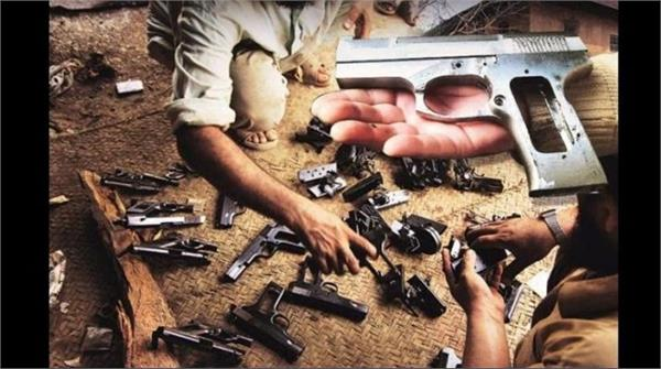 18 year old smuggler arrested with arms racket