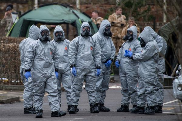 uk 2 more people poisoned by novichok nerve agent