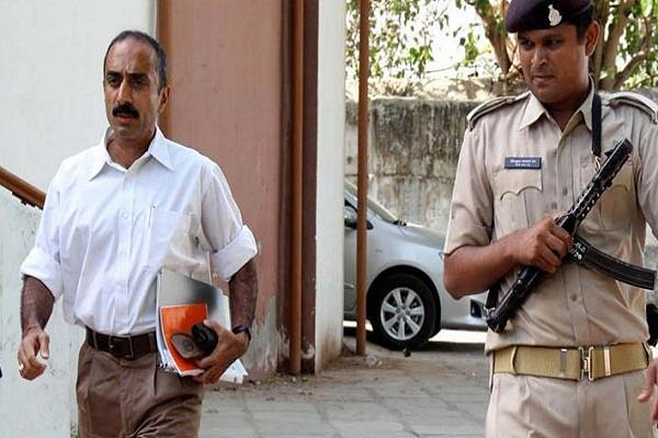 gujarat ips sanjeev bhatt vijay rupani