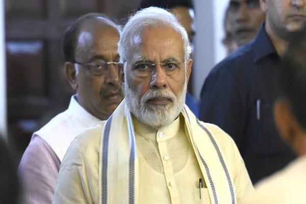 congress leaders attacks pm modi on bail gadi