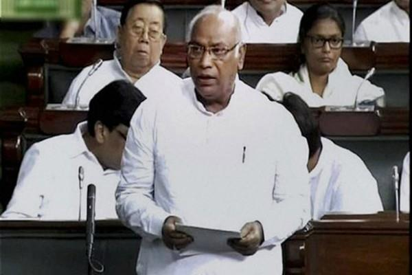 monsoon session congress accused of spying