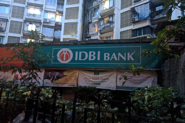 idbi bank officers threaten 6 day strike from monday