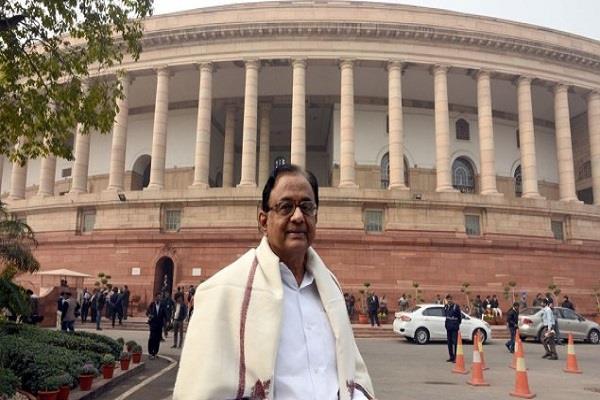 chidambaram says government focusing on economists statement