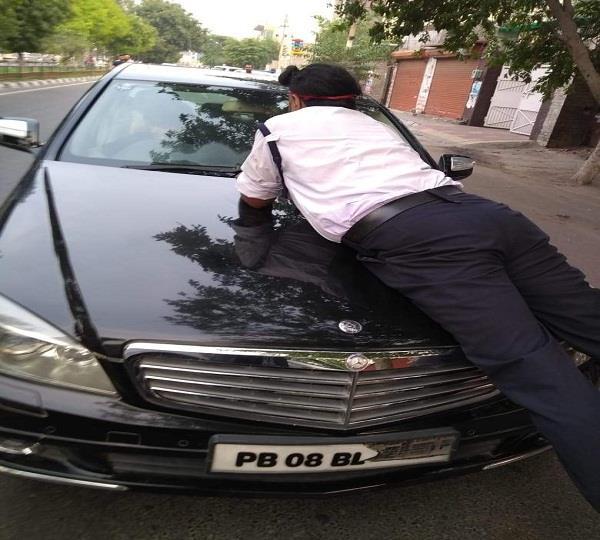 bid to run over ludhiana cop clings to bonnet
