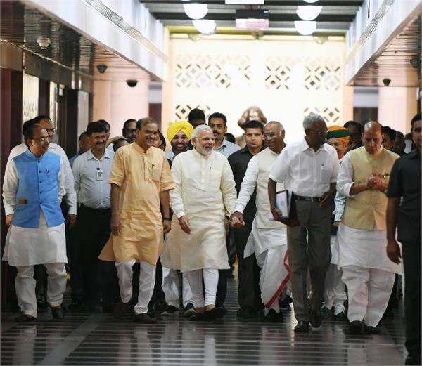 opposition stuck in modi trap