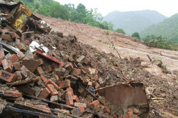 breaking dump dropped in shimla 4 drowned