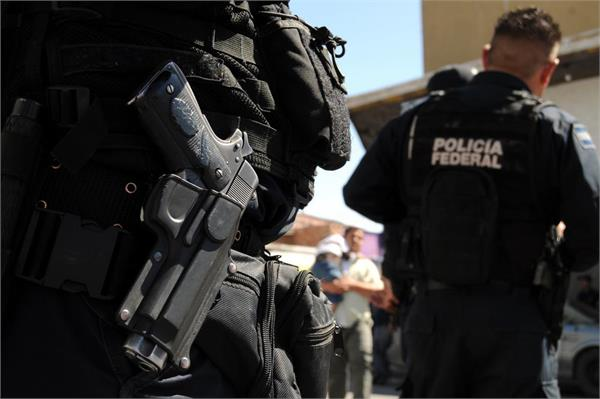5 dead in police firing police officer in mexico