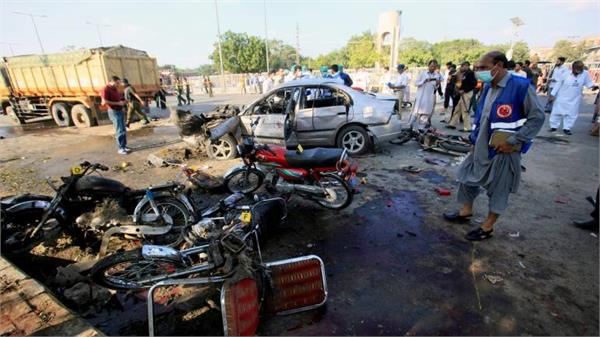 5 killed 37 injured in bomb blast targeting islamist leader in pakistan