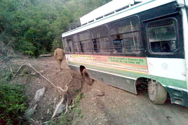 bus saved to fall into ditch on road during pass from route