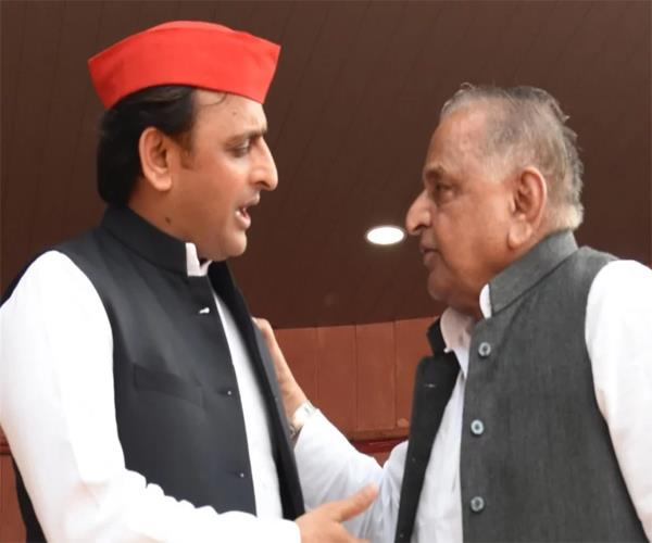 akhilesh has given a guest house mulayam has filed for making a library