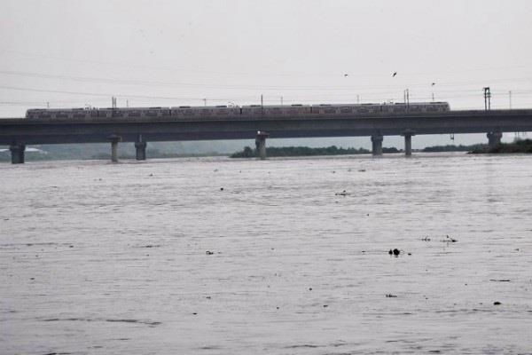 yamuna water flow exceeded in sonepat soon seen in delhi