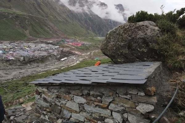 cave constructed in kedarnath dham