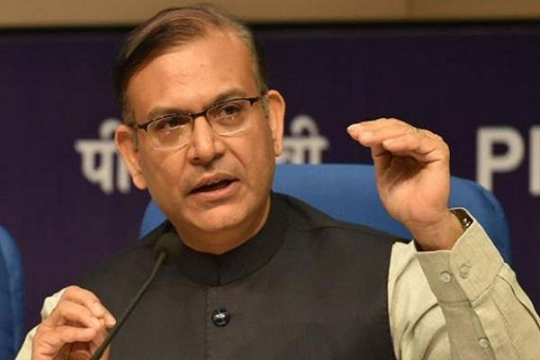 union minister jayant sinha survive in a road accident