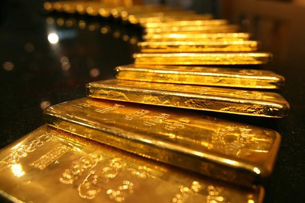 gold rises on sustained jewellers  buying