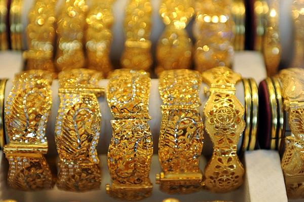 gold prices rise silver prices fall