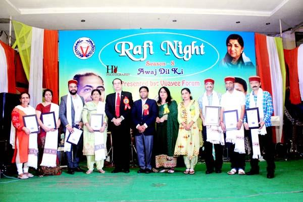 shubham and palak winner in grand finale of rafi night 8