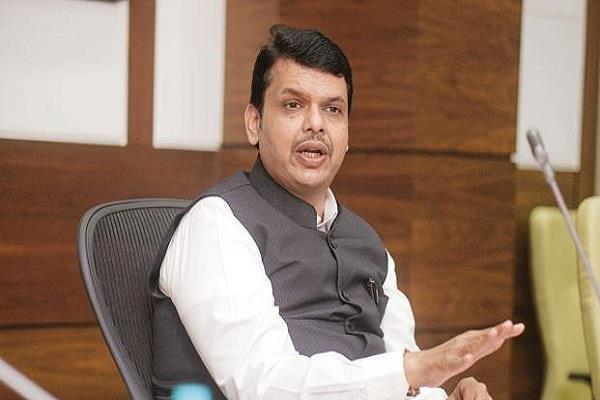 fadnavis ordered to inquiry about water filling in assembly
