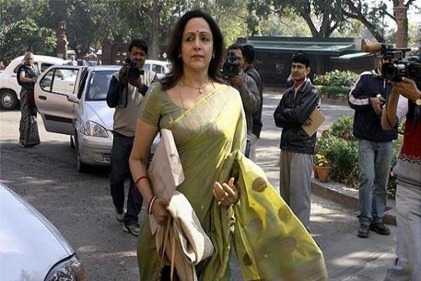 hema malini says when i want i can be chief minister