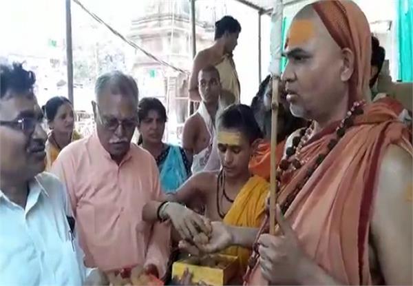 sadhus saints  movement agitating over kashi vishwanath temple corridor