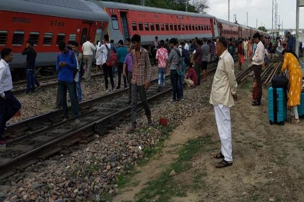 three compartments of pooja superfast express derailed
